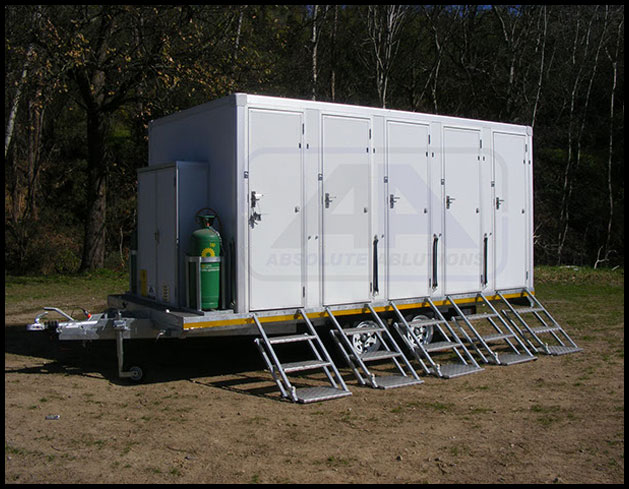 10-Cubicle-Mobile-Shower-image