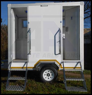 Maxi-2-toilet-Outside